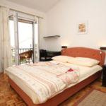 Apartament cu aer conditionat cu terasa cu 3 camere pentru 6 pers. A-6707-c