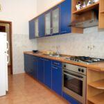 Apartament cu aer conditionat cu balcon cu 2 camere pentru 5 pers. A-837-a