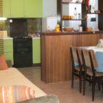 Apartament 6-osobowy z klimatyzacją z tarasem z 2 pomieszczeniami sypialnianymi A-6323-b