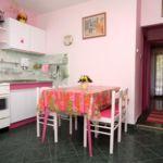 Apartament cu aer conditionat cu vedere spre mare cu 2 camere pentru 5 pers. A-5709-b