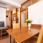 Apartament cu aer conditionat cu vedere spre mare cu 2 camere pentru 5 pers. A-10027-c