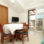 Apartament cu aer conditionat cu vedere spre mare cu 2 camere pentru 4 pers. A-8103-a