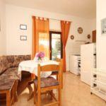 Apartament cu aer conditionat cu terasa cu 2 camere pentru 5 pers. A-348-a
