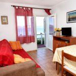 Apartament cu aer conditionat cu vedere spre mare cu 2 camere pentru 4 pers. A-10130-a