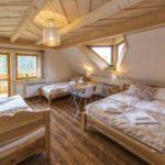 Hegyekre néző emeleti négyágyas szoba