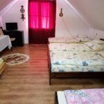 Tetőtéri fürdőszobás nyolcágyas szoba