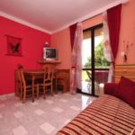 Apartman s terasou  pro 4 os. s 1 ložnicí A-13742-a