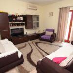 Apartament cu aer conditionat cu vedere spre mare cu 3 camere pentru 8 pers. A-14084-b