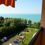 Apartament cu balcon cu vedere spre lac pentru 2 pers. (se inchirieaza doar integral)