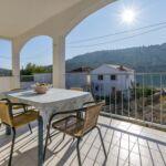 Apartman s terasou pro 7 os. se 3 ložnicemi s výhledem na moře