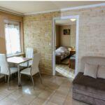 Apartament 3-osobowy na parterze z łazienką z 2 pomieszczeniami sypialnianymi (możliwa dostawka)