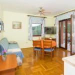 Apartament cu aer conditionat cu vedere spre mare cu 2 camere pentru 6 pers. A-8124-b