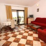 Apartament cu aer conditionat cu vedere spre mare cu 2 camere pentru 4 pers. A-5179-b