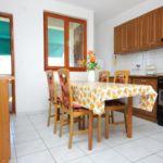 Apartament cu aer conditionat cu vedere spre mare cu 2 camere pentru 5 pers. A-887-a