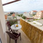 Apartament cu aer conditionat cu vedere spre mare cu 3 camere pentru 6 pers.