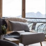 Hegyekre néző balkonos franciaágyas szoba