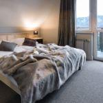 Hegyekre néző balkonos franciaágyas szoba (pótágyazható)