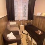Camera single cu grup sanitar cu vedere spre gradina (se poate solicita pat suplimentar)