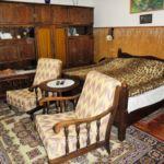 Kertre néző földszintes franciaágyas szoba