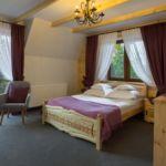 Balkonos fürdőszobás franciaágyas szoba