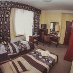 Pokój 2-osobowy na piętrze z łazienką (możliwa dostawka)