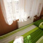 Emeleti tetőtéri egyágyas szoba