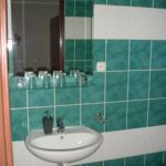 Emeleti fürdőszobás háromágyas szoba (pótágyazható)