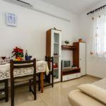 Apartament cu grup sanitar cu aer conditionat cu 1 camera pentru 3 pers.