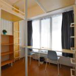 Camera twin cu grup sanitar cu vedere spre oras