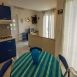 Apartament standard cu vedere spre mare cu 2 camere pentru 4 pers.