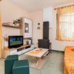 Apartman s klimatizací pro 8 os. se 3 ložnicemi s výhledem na moře K-1102