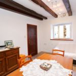 Apartament cu aer conditionat cu terasa cu 4 camere pentru 6 pers. K-10030