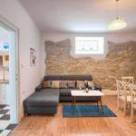 Apartament cu aer conditionat cu terasa cu 3 camere pentru 8 pers. K-11774