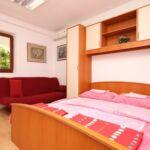 Apartman s klimatizací s terasou pro 5 os. se 2 ložnicemi A-7756-c