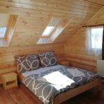 Erdőre néző emeleti hatágyas szoba