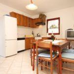 Apartament cu aer conditionat cu vedere spre mare cu 3 camere pentru 6 pers. A-8896-b