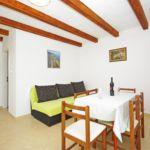 Apartman s klimatizací s terasou pro 6 os. se 2 ložnicemi K-11708