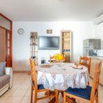Apartament cu aer conditionat cu vedere spre mare cu 2 camere pentru 6 pers. K-14889