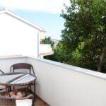 Apartament cu aer conditionat cu balcon cu 2 camere pentru 5 pers. A-15365-a