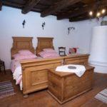 Apartament romantica cu vedere spre curte cu 1 camera pentru 2 pers. (se poate solicita pat suplimentar)