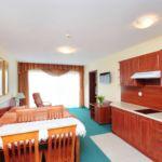 Apartament 4-osobowy z aneksem kuchennym z 2 pomieszczeniami sypialnianymi