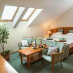 Tetőtéri Economy franciaágyas szoba