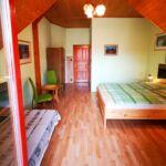 Camera dubla cu balcon cu grup sanitar (se poate solicita pat suplimentar)