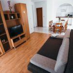Apartament 6-osobowy z klimatyzacją z tarasem z 2 pomieszczeniami sypialnianymi A-15734-b