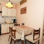 Apartament cu aer conditionat cu terasa cu 2 camere pentru 4 pers. A-16016-b