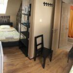 Tetőtéri fürdőszobás kétágyas szoba