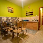 Apartament 6-osobowy na piętrze z własną kuchnią z 2 pomieszczeniami sypialnianymi (możliwa dostawka)