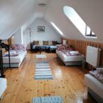 Tetőtéri közös fürdőszobás négyágyas szoba