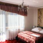 Erkélyes franciaágyas szoba