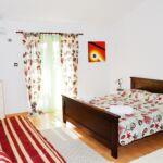 Apartman pro 3 os. s 1 ložnicí s výhledem do zahrady na poschodí